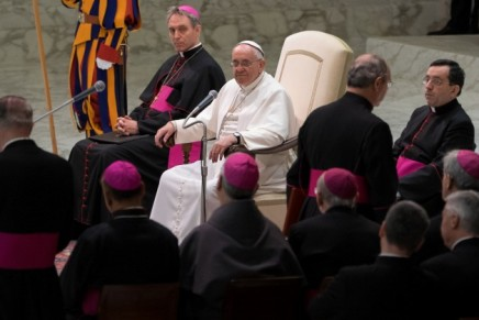 Pope to families: Use media to strengthen relationships