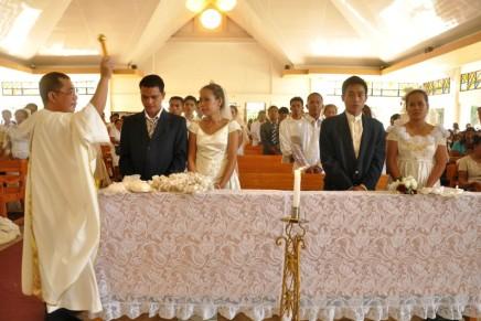 Thankful couple sponsors mass wedding, baptism