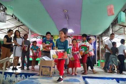 'Bakasyonista' kids nakadawat ug school supplies